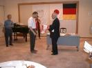 Übergabe eines Wimpels von der Berliner JAIG-Crew an den Präsidenten der JARL, Hara san (JA1AN)