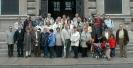 Gruppenfoto vor dem neuen Rathaus